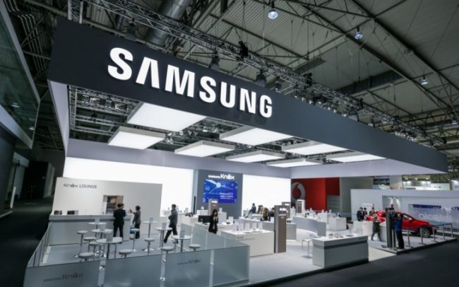 Samsung is preparing to fight coronavirus. In selected countries will disinfect phones