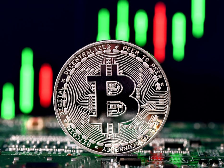 Bullish signal: due to massive outflow of BTC, exchanges balances falls to 2018 levels