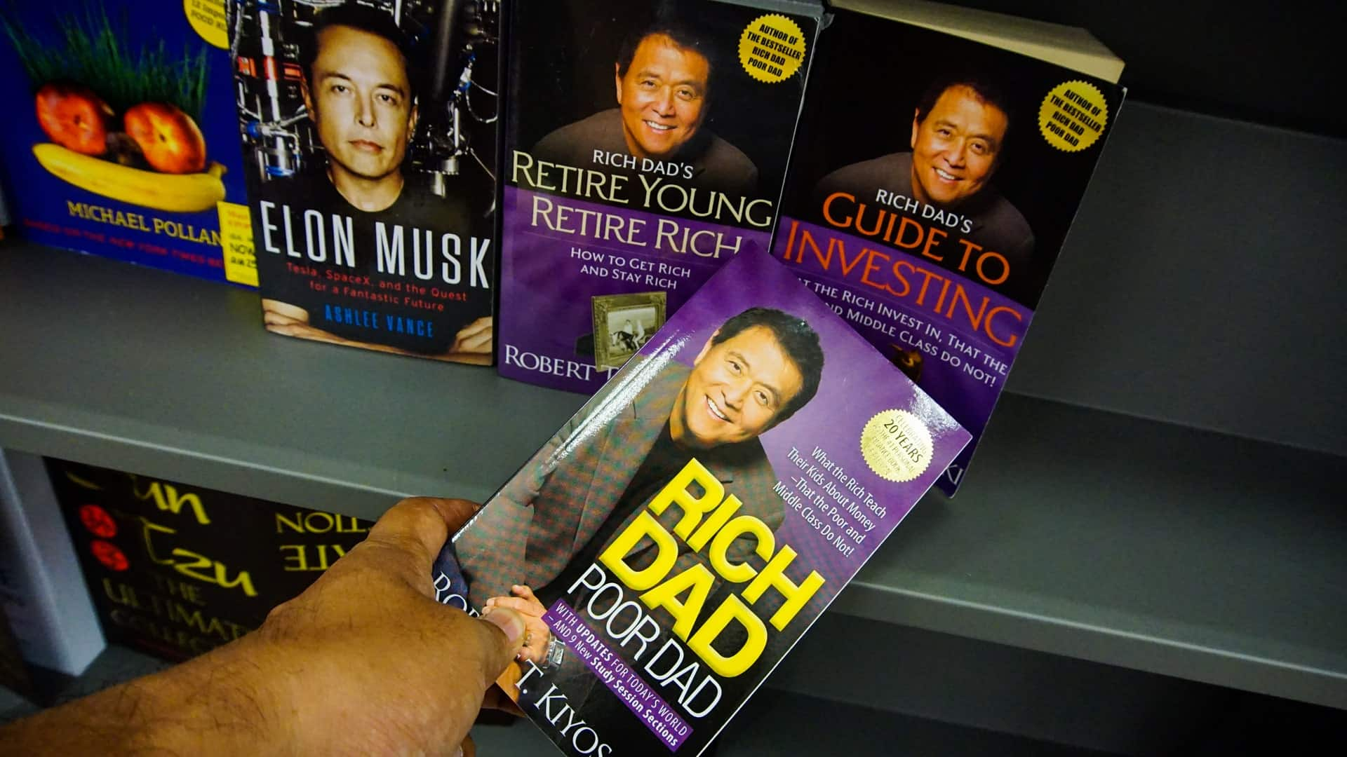 Robert Kiyosaki sees a very promising future of BTC.  He himself will continue to invest!